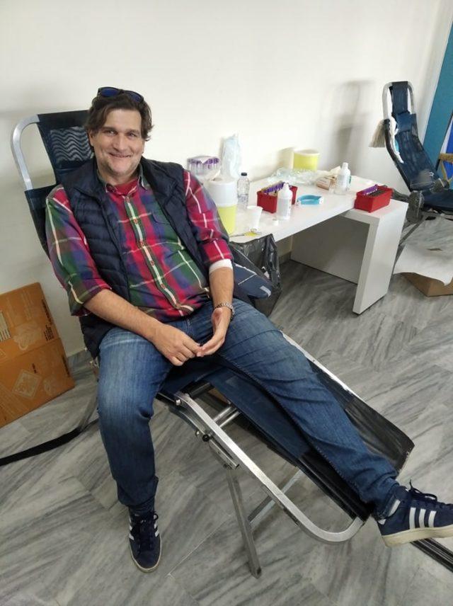 Ο Δημήτρης Μπιτσάκος στην αιμοδοσία του ΠΕΑΚ